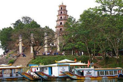 dragon-boat-thien-mu-pagoda